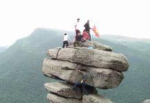4 mỏm đá 'sống ảo' khiến người xem thót tim